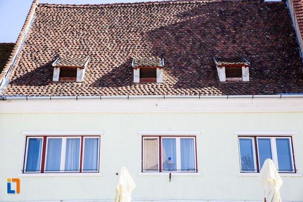prim-plan-cu-casa-din-piata-sfatului-nr-14-din-brasov-judetul-brasov.jpg
