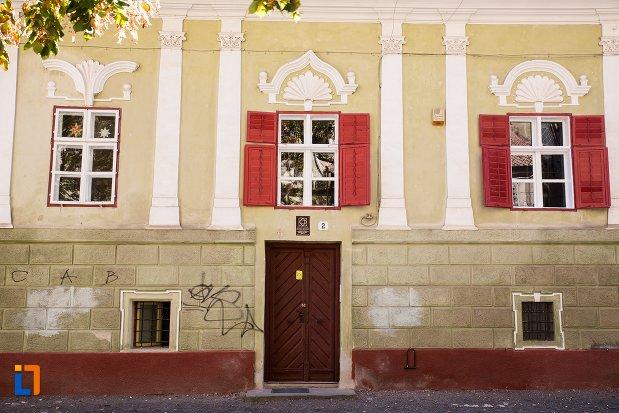 prim-plan-cu-casa-parohiala-evanghelica-a-parohiei-biserica-neagra-din-brasov-judetul-brasov.jpg