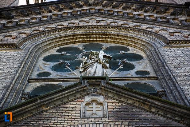 prim-plan-cu-catedrala-romano-catolica-millenium-din-timisoara-judetul-timis.jpg