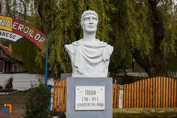 prim-plan-cu-cimitirul-eroilor-bustul-lui-traian-din-lupeni-judetul-hunedoara.jpg