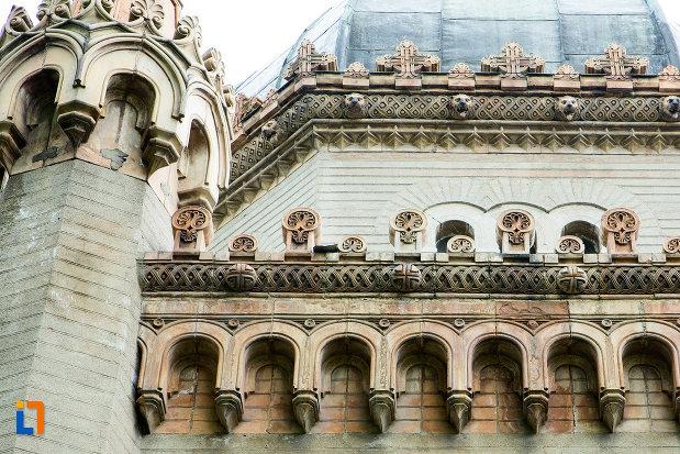 prim-plan-cu-detalii-de-la-mausoleul-familiei-filisanu-din-filiasi-judetul-dolj.jpg