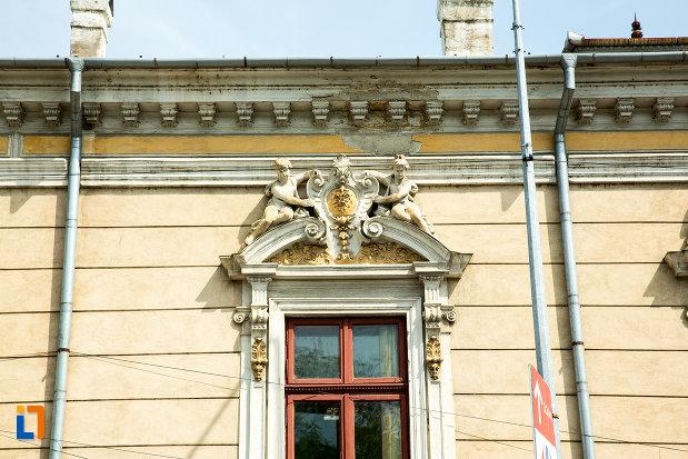 prim-plan-cu-detaliile-de-la-casa-monument-istoric-din-drobeta-turnu-severin-judetul-mehedinti.jpg