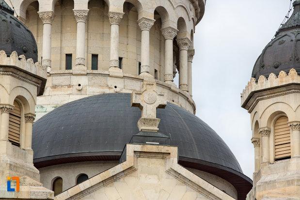 prim-plan-cu-domul-de-pe-catedrala-ortodoxa-a-vadului-feleacului-si-clujului-din-cluj-napoca-judetul-cluj.jpg