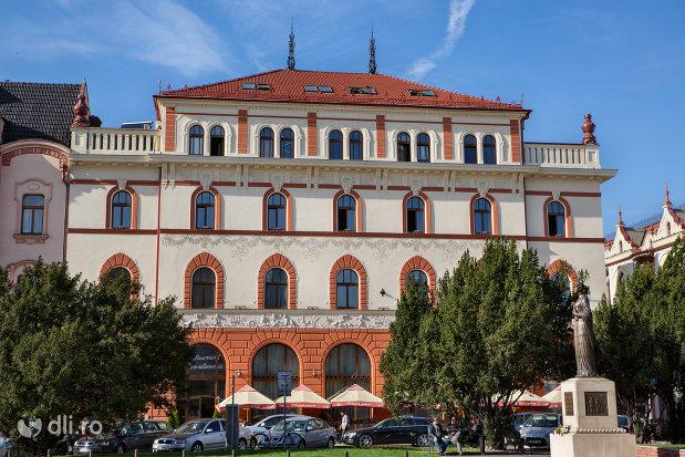 prim-plan-cu-hotel-transilvania-fosta-panonnia-din-oradea-judetul-bihor.jpg
