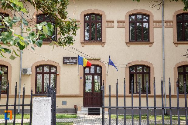 prim-plan-cu-intrarea-in-liceul-agricol-nicolae-balcescu-din-alexandria-judetul-teleorman.jpg