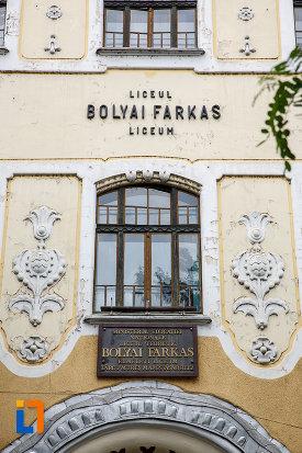 prim-plan-cu-liceul-bolyai-farkas-cladirea-centrala-din-targu-mures-judetul-mures.jpg