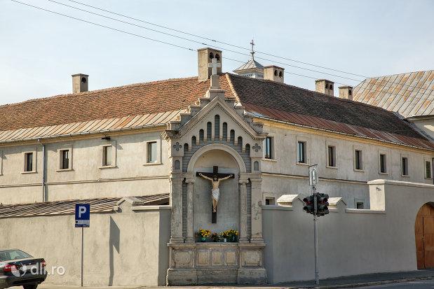 prim-plan-cu-manastirea-capucinilor-din-oradea-judetul-bihor.jpg