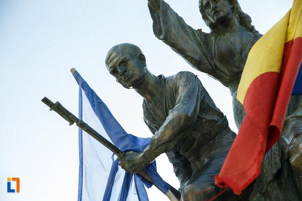 prim-plan-cu-monumentul-eroilor-1916-1918-din-odobesti.jpg