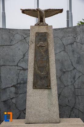 prim-plan-cu-monumentul-eroilor-din-copsa-mica-judetul-sibiu.jpg