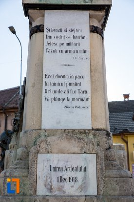 prim-plan-cu-monumentul-eroilor-din-sacele-judetul-brasov.jpg