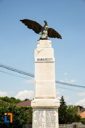 prim-plan-cu-monumentul-eroilor-din-stefanesti-judetul-arges.jpg