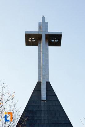 prim-plan-cu-monumentul-eroilor-neamului-din-cluj-napoca-judetul-cluj.jpg