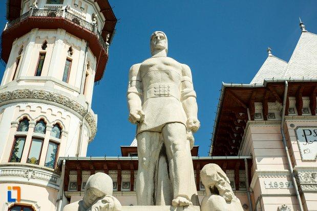 prim-plan-cu-monumentul-inchinat-rascoalei-din-1907-din-buzau-judetul-buzau.jpg