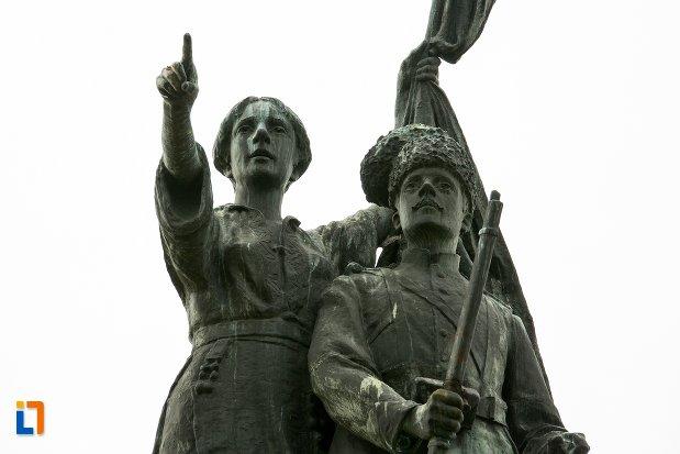 prim-plan-cu-monumentul-independentei-din-corabia-judetul-olt.jpg