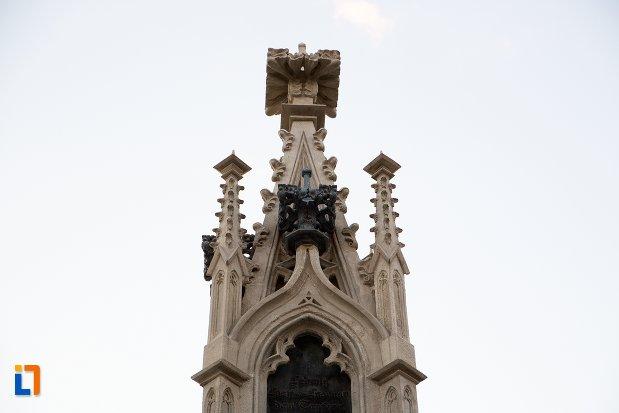 prim-plan-cu-monumentul-losenau-din-alba-iulia-judetul-alba.jpg