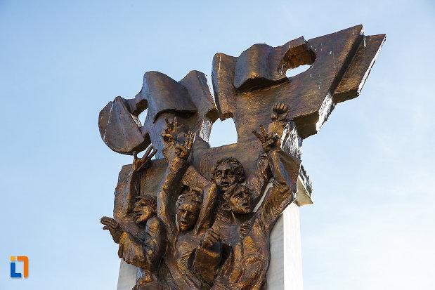 prim-plan-cu-monumentul-revolutionarilor-din-orastie-judetul-hunedoara.jpg