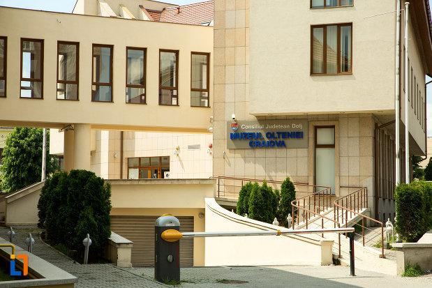 prim-plan-cu-muzeul-regional-al-olteniei-din-craiova-judetul-dolj.jpg