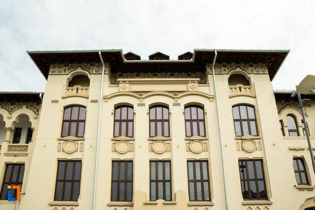 prim-plan-cu-palatul-ramiri-din-craiova-judetul-dolj.jpg
