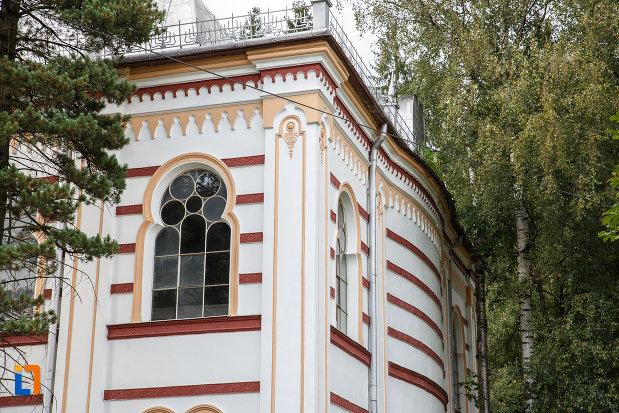 prim-plan-cu-sinagoga-din-vatra-dornei-judetul-suceava.jpg