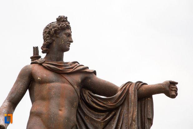 prim-plan-cu-statuia-apollo-belvedere-din-giurgiu-judetul-giurgiu.jpg