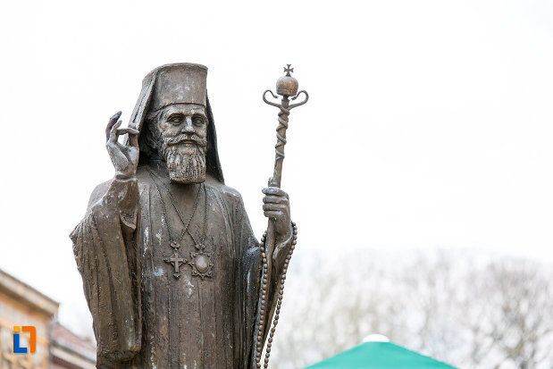 prim-plan-cu-statuia-lui-miron-costea-din-caransebes-judetul-caras-severin.jpg