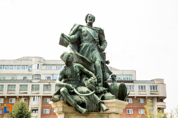 prim-plan-cu-statuia-lui-stirbei-voda-din-craiova-judetul-dolj.jpg