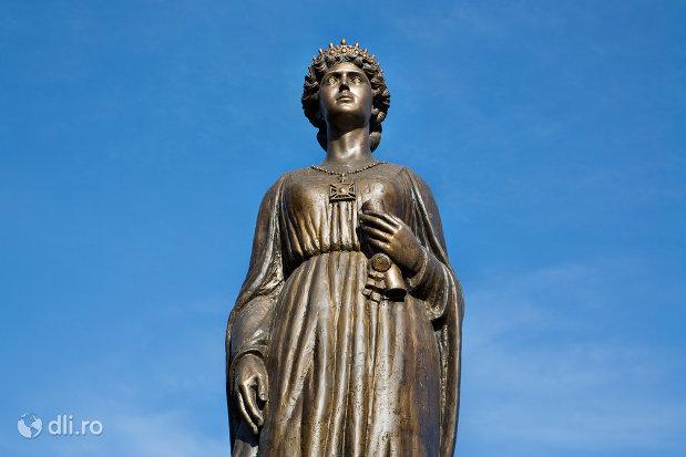 prim-plan-cu-statuia-regina-maria-a-romaniei-din-oradea-judetul-bihor.jpg