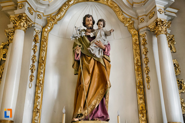 prim-plan-cu-statuie-din-biserica-franciscana-din-cluj-napoca-judetul-cluj.jpg