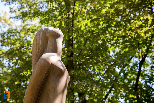 prim-plan-cu-statuie-nud-din-braila-judetul-braila.jpg