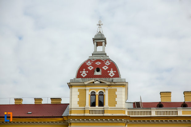 prim-plan-cu-turn-palatul-arhiepiscopiei-ortodoxe-din-cluj-napoca-judetul-cluj.jpg