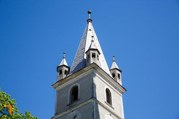 prim-plan-cu-turnul-de-la-biserica-evanghelica-din-orastie-judetul-hunedoara.jpg