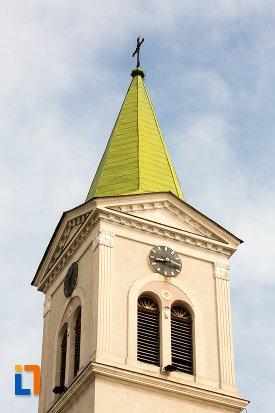 prim-plan-cu-turnul-de-la-biserica-sf-elisabeta-a-ungariei-manastirea-minorita-din-aiud-judetul-alba.jpg