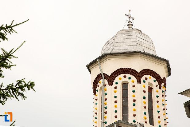 prim-plan-cu-turnul-de-la-biserica-sf-ilie-din-campulung-muscel-judetul-arges.jpg