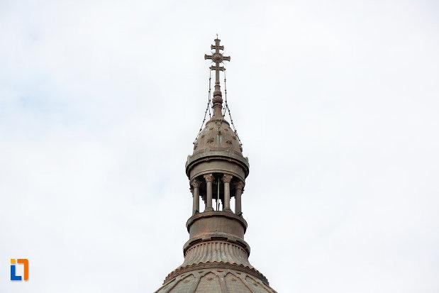prim-plan-cu-turnul-de-la-catedrala-ortodoxa-a-vadului-feleacului-si-clujului-din-cluj-napoca-judetul-cluj.jpg
