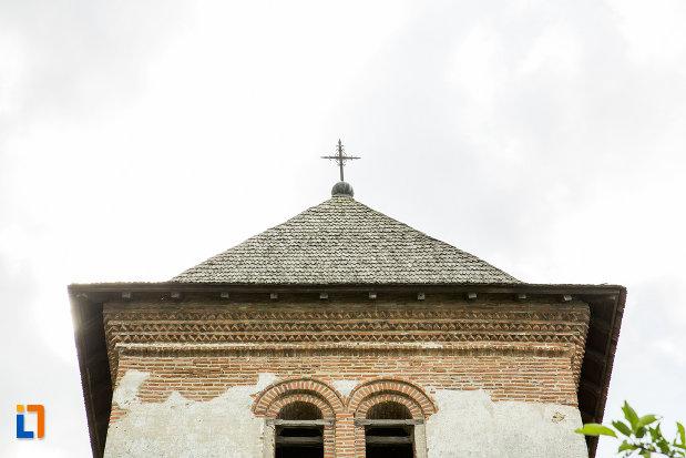 prim-plan-cu-turnul-de-la-manastirea-strehaia-judetul-mehedinti.jpg
