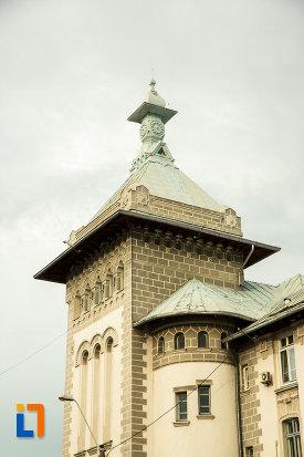 prim-plan-cu-turnul-de-la-palatul-navigatiei-din-galati-judetul-galati.jpg