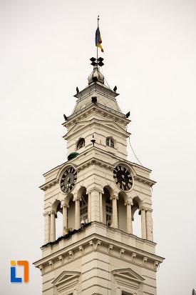 prim-plan-cu-turnul-de-la-primaria-din-arad-judetul-arad.jpg