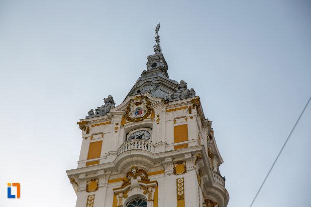 prim-plan-cu-turnul-de-pe-primaria-municipiului-cluj-napoca-judetul-cluj.jpg