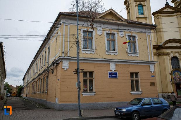 prima-scoala-confesionala-ortodoxa-romaneascu-din-lugoj-judetul-timis-vazuta-din-lateral.jpg