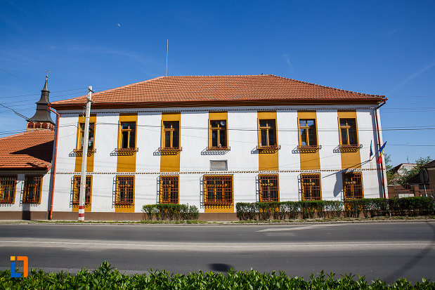 prima-scoala-romaneasca-din-orastie-judetul-hunedoara.jpg