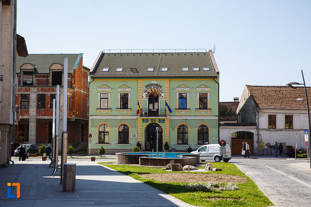 primaria-din-orastie-judetul-hunedoara-aflata-in-centrul-orasului.jpg