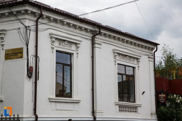 primaria-din-ramnicu-valcea-corpul-de-control-primar-judetul-valcea-imagine-cu-ferestrele.jpg