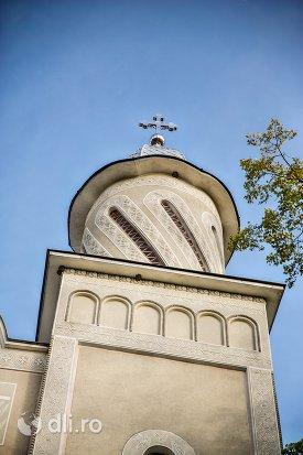 privire-catre-trun-frontal-catedrala-ortodoxa-din-calinesti-oas-judetul-satu-mare.jpg