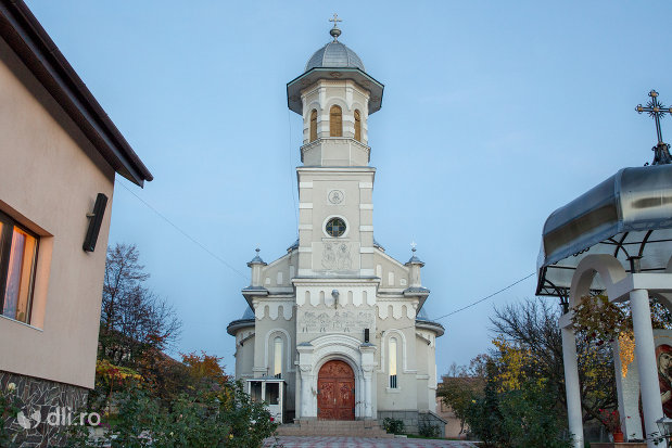 privire-spre-biserica-ortodoxa-sfanta-treime-din-zalau-judetul-salaj.jpg