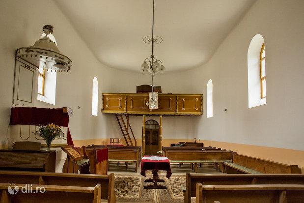 privire-spre-interior-biserica-reformata-din-amati-judetul-satu-mare.jpg