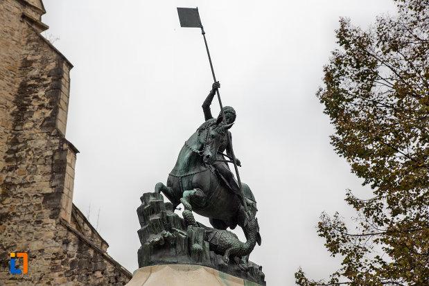 privire-spre-statuia-sfantul-gheorghe-din-cluj-napoca-judetul-cluj.jpg