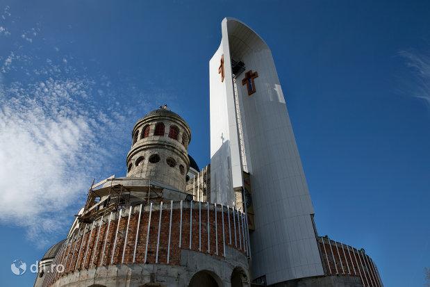 privire-spre-turnul-de-la-catedrala-ortodoxa-sfanta-vineri-din-zalau-judetul-salaj.jpg