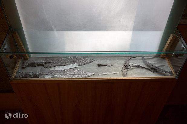 pumnal-roman-muzeul-militar-din-oradea-judetul-bihor.jpg