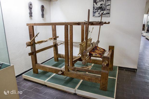 razboi-de-tesut-muzeul-etnografic-al-maramuresului-din-sighetu-marmatiei-judetul-maramures.jpg