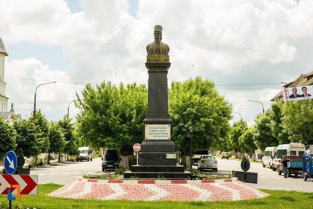 rondou-cu-statuia-lui-tudor-vladimirescu-din-calafat-judetul-dolj.jpg